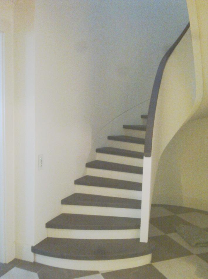 treppen gerade halbgewendelt tischlerei hermann le bergen. Black Bedroom Furniture Sets. Home Design Ideas